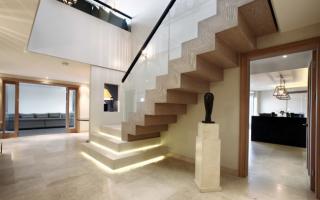 Декор лестницы в доме: оригинальные идеи