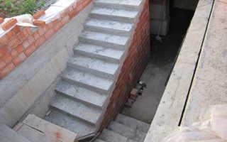 Лестница в подвал гаража должна быть удобной и компактной