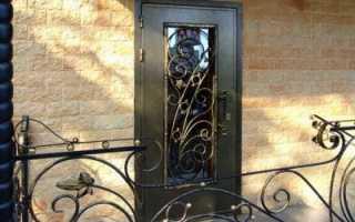 Кованые входные двери – преимущества установки, конструкция и виды