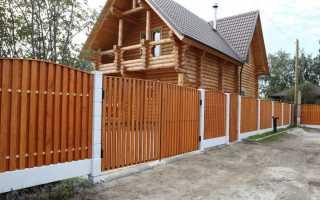 Как сделать деревянный забор: виды ограждений и монтаж штакетника
